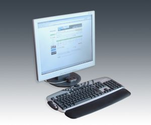 display-ads_monitor_and_keyboard